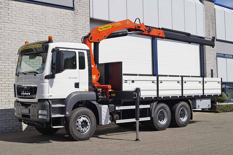 Customized MAN cargo truck with crane