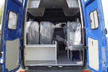 VOLKSWAGEN CRAFTER 50 4X2 PROTECTED MIDI BUS