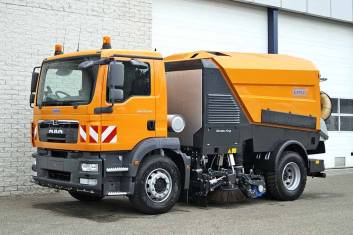 MAN TGM 18.240 4X2 SWEEPER TRUCK L+R