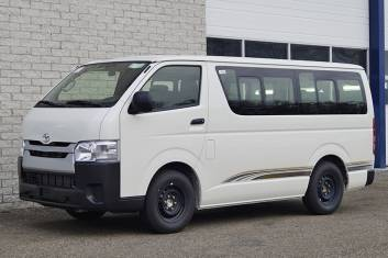 TOYOTA HIACE 15S MINI BUS