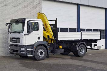 MAN TGM 18.240 BB 4X2 3-WAY TIPPER WITH CRANE