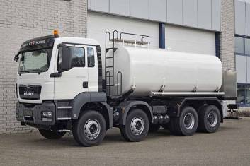 MAN TGS 41.400 BB-WW 8X4 FUEL TANK TRUCK