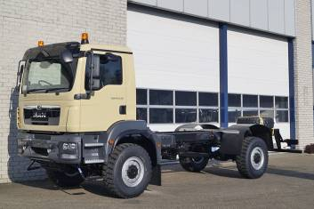 MAN TGS 18.240 BB AT CHASSIS CABIN RHD
