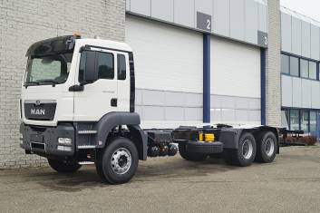 2x MAN TGS 33.400 BB-WW CHASSIS CABIN